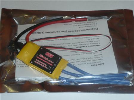 Popis Střídavý jednosměrný regulátor pro třífázové motor v leteckém modelu. Napájení: 6 až 20 NiMH nebo 2 až 7 čl. Li-pol. Zatěžovací proud: max 60 A, doporučený trvalý proud motoru do 42 A. BEC: není, vstup je oddělen optočlenem PWM řízení: 8 kHz. N bell
